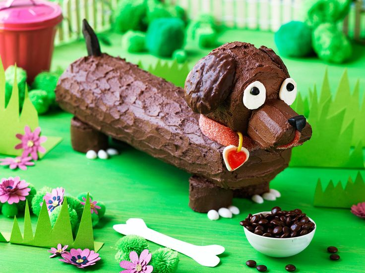 Calling all little dog lovers! Frankfurt, the sausage dog is a delicious and easy chocolate covered sponge roll. Don't forget to add his bowl of M&M's dog food!