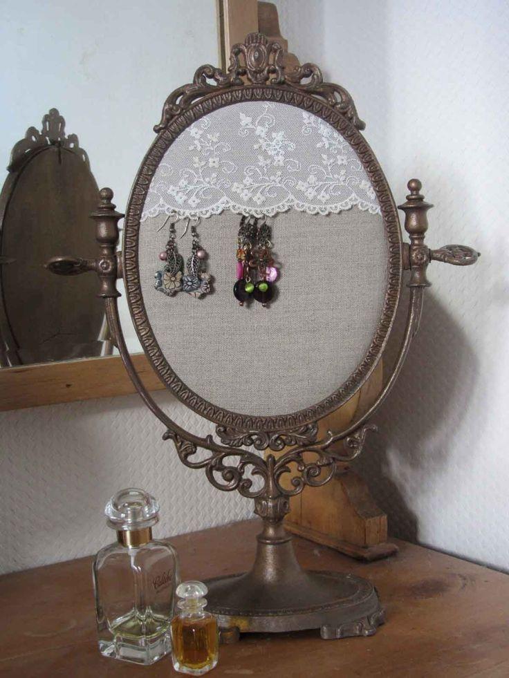 Support de miroir ancien de table devenu présentoir à bijoux : Presentoir, boîtes par bealeduc