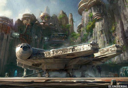 """El consejero delegado de Disney, Bob Iger, anunció hoy que el estudio planea construir dos parques temáticos sobre la franquicia galáctica """"Star Wars"""" en Estados Unidos."""