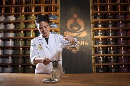 Estados Unidos. La cadena estadounidense de cafeterías Starbucks ha anunciado que en un año habrá abierto 1.000 locales de Teavana Fine Teas & Tea Bar, la empresa que adquirió hace menos de un año por 486 millones de euros.