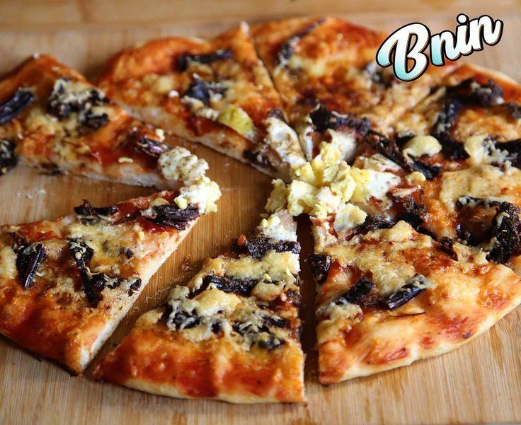 Pizza au khliï بيتزا بالخليع  #Pizza #pizzahut #pizzamarocaine #moroccanpizza #khlii #moroccanfood #cuisinemarocaine #revisited #instafood #foodandwine #fastfood