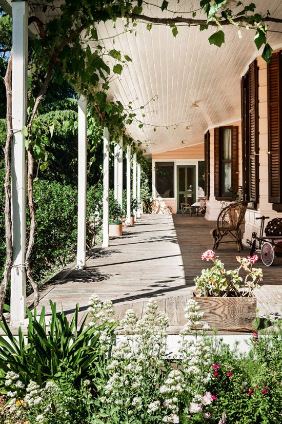 Australian homestead surrounded by a rambling country garden …