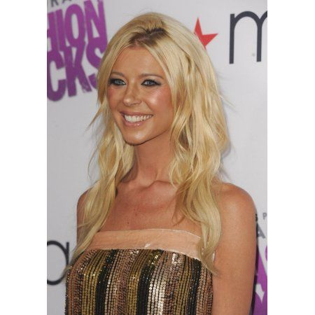 Tara Reid At Arrivals For MacyS Passport Presents Glamorama 2014 Canvas Art - (16 x 20)
