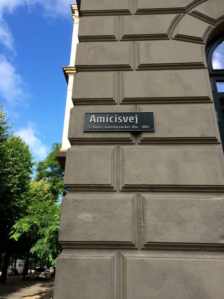Fint skal det være for Cathrine F. Ahlgreen. Stor lejlighed på Amicisvej på Frederiksberg. Ø Hansen har hende som chef og elskerinde.