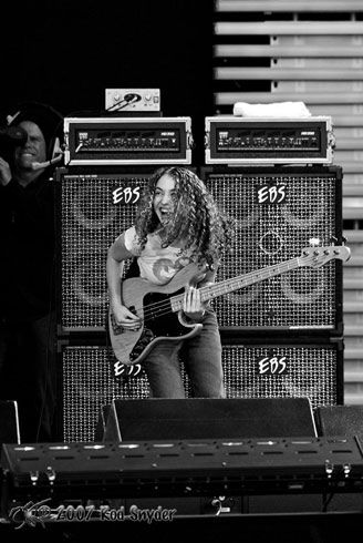 Tal Wilkenfeld - nice smiling happy image. Some images have her somewhat snarling with concentration.