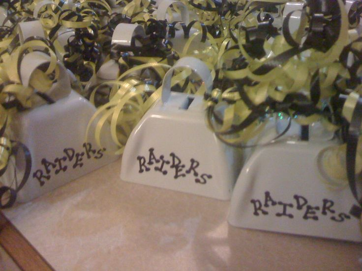 Made these for little league football homecoming - cheap, easy and cute - just like ME. (hehehehe)  Bought the cowbells from the local party store for $1 each - had about any color you need. Used a sharpie for the team name, but might do a glitter paint pen next time. A little curling ribbon in the team colors completed these - the moms loved them!