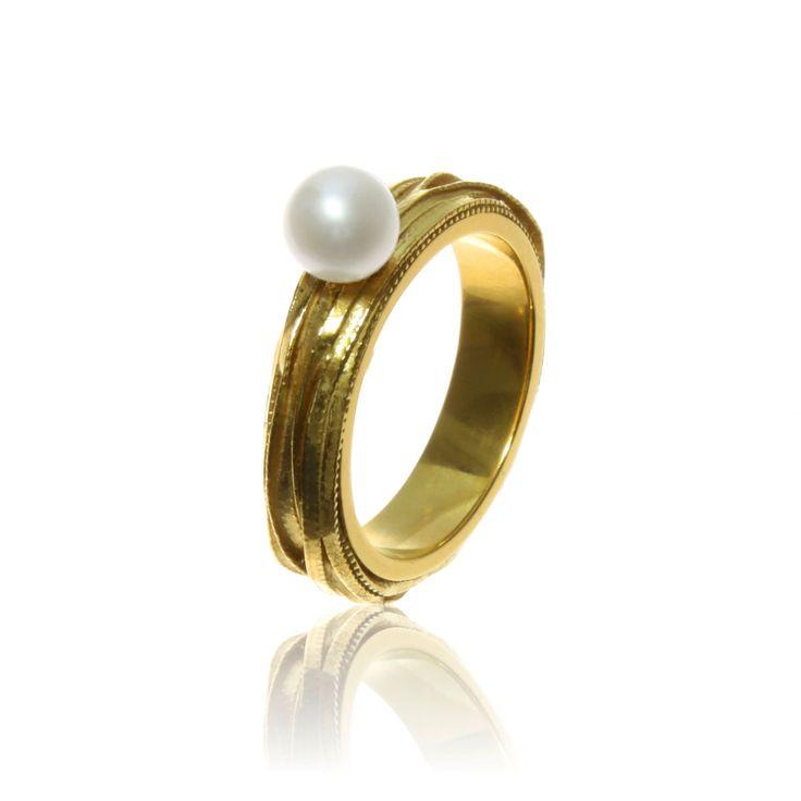 Pearl Ring - Marta Samborska