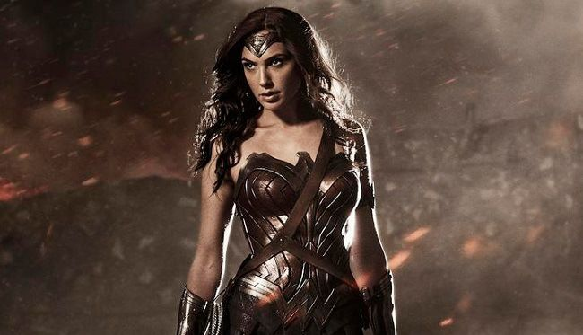 Fans Protes Ukuran Dada Gal Gadot Terlalu Kecil Sebagai Wonder Woman, Ini Tanggapan Sang Aktris