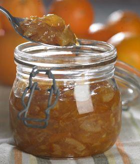 Hüttemeiers appelsinmarmelade er i en klasse for sig selv, både på brødet og som fyld i bagværk, fordi den ikke flyder ud, men holder konsistensen.