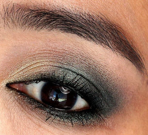 Urban Decay Vice 2 Palette Smokeout in my outer v, Damaged on my lid, Strike on my inner lid, Ambush along my lower lash line and Habit on my brow bone.