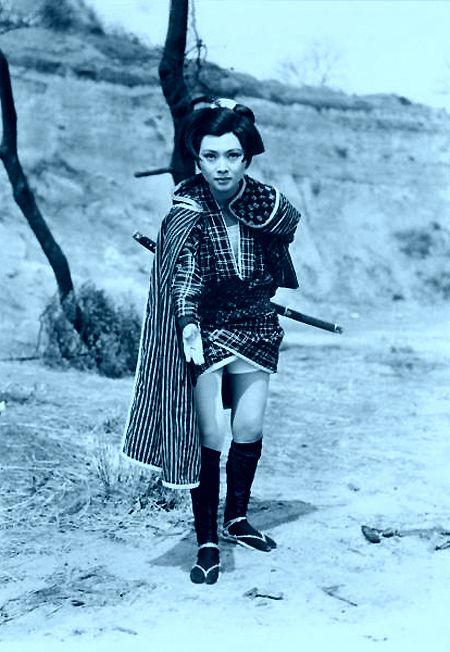 荒野の素浪人 からっ風のお文(梶芽衣子) | 刀を持った女の子, 女性 ...