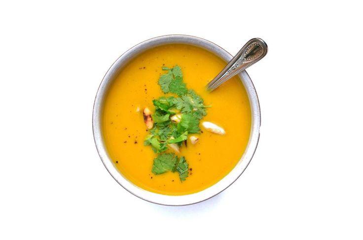 Deze gezonde wortelsoep was zo smullen dat ik jullie deze zeker weten niet wil onthouden. Heerlijk romig en ook zo makkelijk en skinny! Foodilove dus zeker weten.