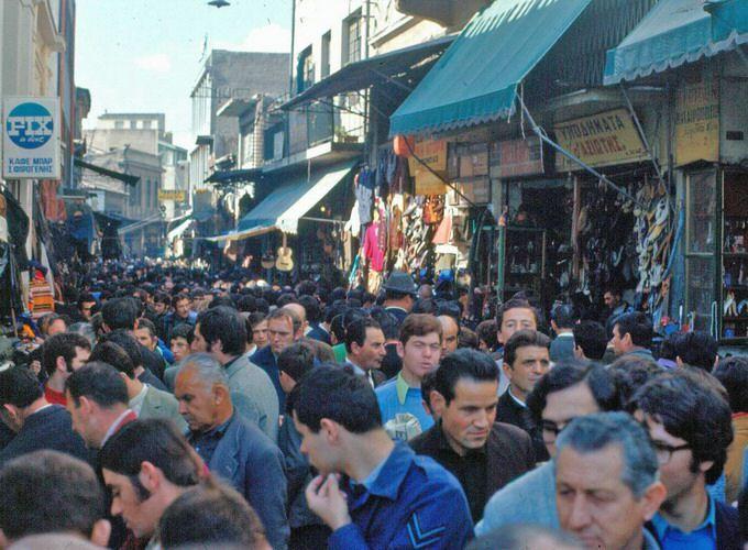 Η Ελλάδα της δεκαετίας του '60 - POPAGANDA Μοναστηράκι, οδός Ηφαίστου
