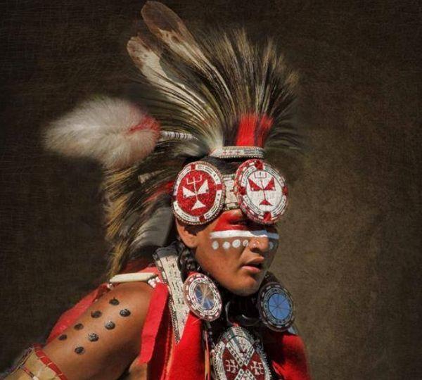 1000 id es sur le th me peintures indiennes pour le visage sur pinterest am rindiens coiffe - Peinture sur visage ...
