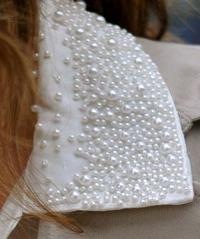 A cool new way to wear pearlsPearls Collars, Caviar Pearls, Apearl Pearls, Add Pearls, Pearls Diy, Collars Pearls Ifec, Wear Pearls, Dress Up, Pearls Vintage Style