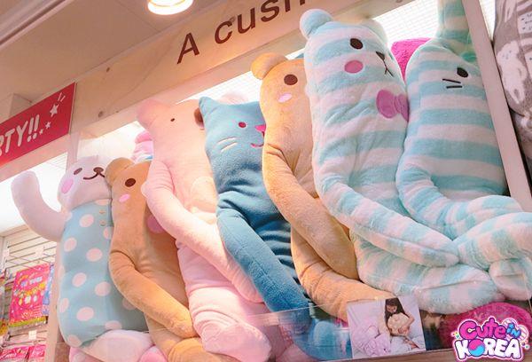 Jumbo plush animals... they are literally everywhere! ArtBox ♥ 아트박스 Korea's #1 cute stationery shop!