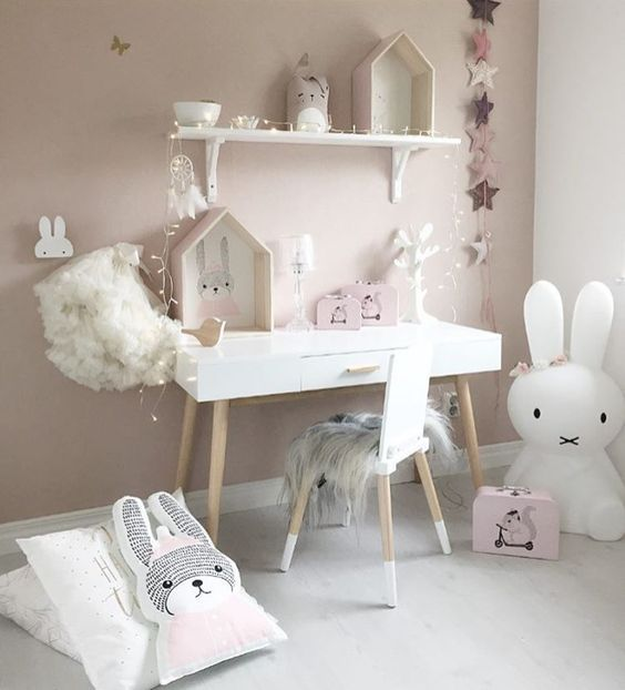 Nothing more striking than a beautiful decorated room of white, pink, grey and gold! Get inspired by our shop the look products and actual room pics.Shop the look on Simply Child.. (click link below) Pink ice-cream print Gold foil love print Pink dipped belly basket Birch wood shadow