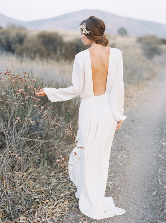 Gowns & accessories: The Dress Theory - Hair & Make-up: Beauty by Stacey - Stunning beauty in the desert by Joshua Aull & Sarah Kate Photo (Photography & Styling) - via Magnolia Rouge