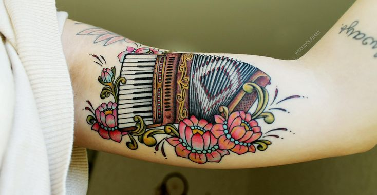 My accordion tattoo, done by Diel at Big Street tattoo (Örnsköldsvik, Sweden)