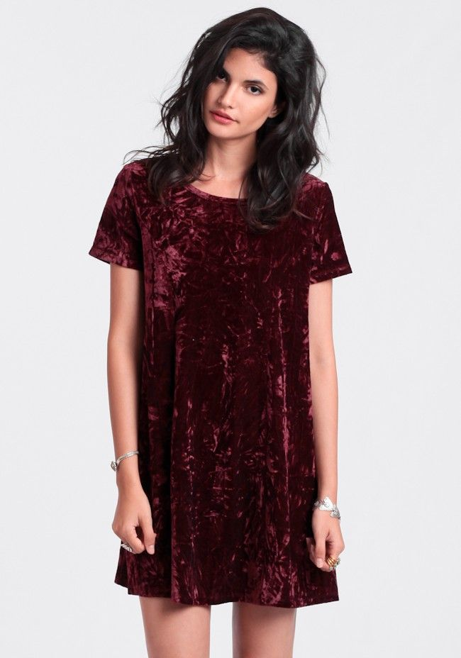 Totally 90s burgundy shift dress rendered in crushed velvet and featuring short sleeves and a rounded neckline.