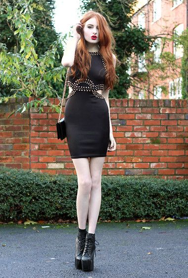 Sexy black dress :x     ---    The Toxicity Of Our City (by Olivia Harrison) http://lookbook.nu/look/4251539-The-Toxicity-Of-Our-City
