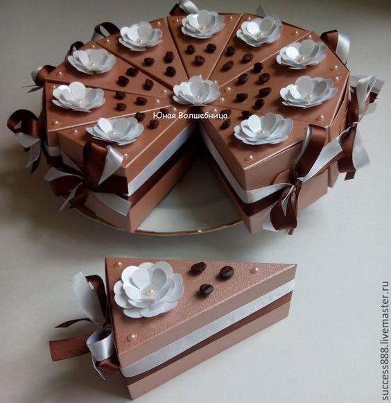 Купить Кусочек торта - подарочная упаковка в форме торта - коричневый, карамель, карамельный, торт, Купить Оригинальная упаковка - коробка из белого картона - белый, подарочная упаковка, новогодняя упаковка, упаковка подарков, упаковка для украшений, стильная упаковка, подарочные наборы. корпоративный подарок, подарок для женщины, подарок для мужчины, бонбоньерка, свадьба, упаковка для пряников, упаковка для батика, упаковка подарков, новогодняя упаковка: