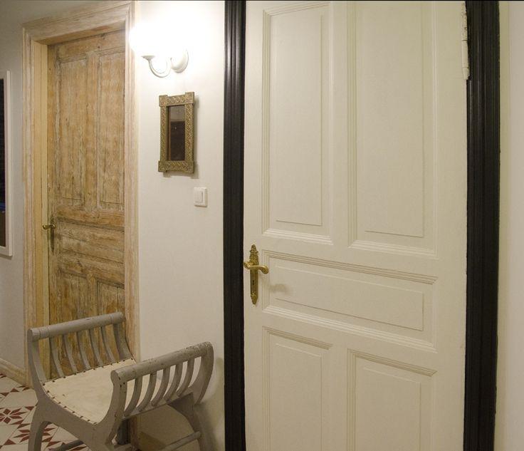 Odnawianie / renowacja drzwi drewnianych w kamienicy.