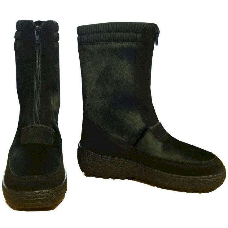 Regina Brunico men's fur boot. The full length frontal zipper make the boots easy to put on and remove.
