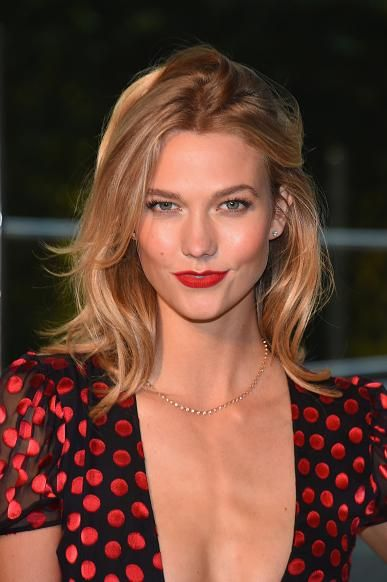 Karlie Kloss Chooses NYU Because Of Boyfriend Josh Kushner, Moves Into NYC Apartment - http://imkpop.com/karlie-kloss-chooses-nyu-because-of-boyfriend-josh-kushner-moves-into-nyc-apartment/