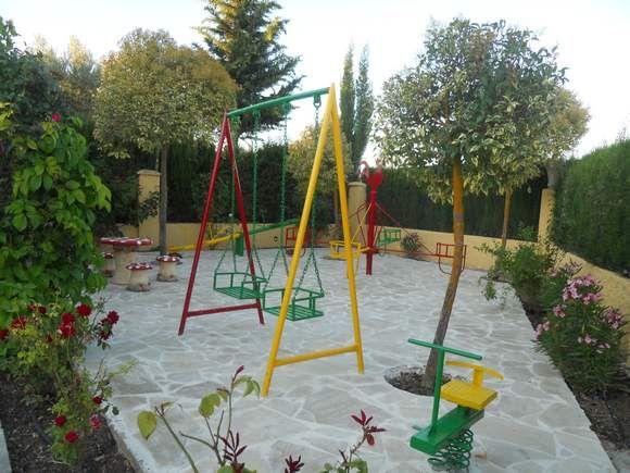 Baño Para Jardin Infantil: infantil, #jaula_de_pájaros y #tortugas y gran zona de aparcamiento