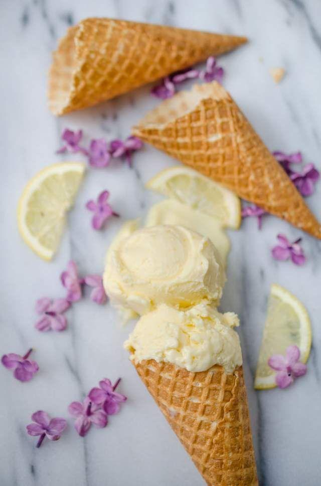 Ice cream with lemon curd and ricotta. Ridiculously creamy.  Glass med lemon curd och ricotta