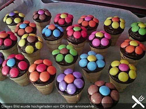 Kleine Kuchen Im Waffelbecher Food Small Treats Muffins