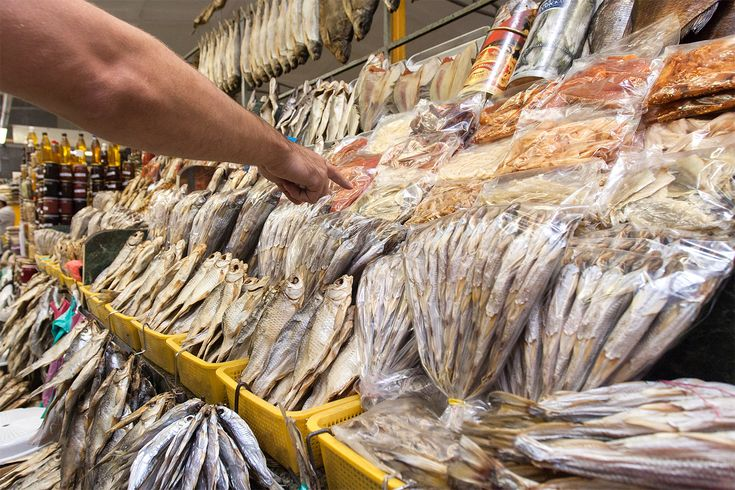 Strange foods: dried fish at the Russian food market