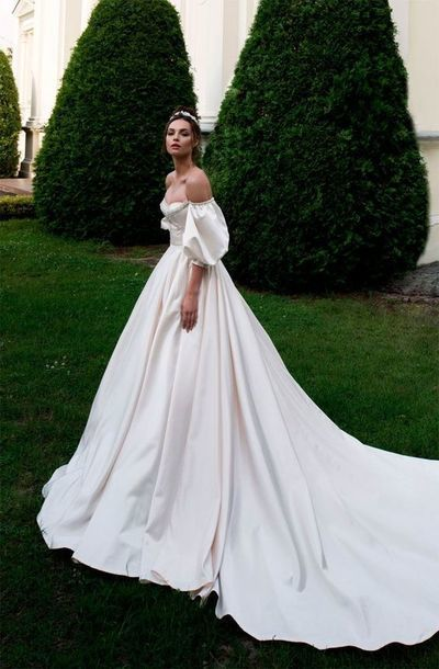 Ball Gown Wedding Dresses Off the Shoulder Chapel Train Bridal Gowns