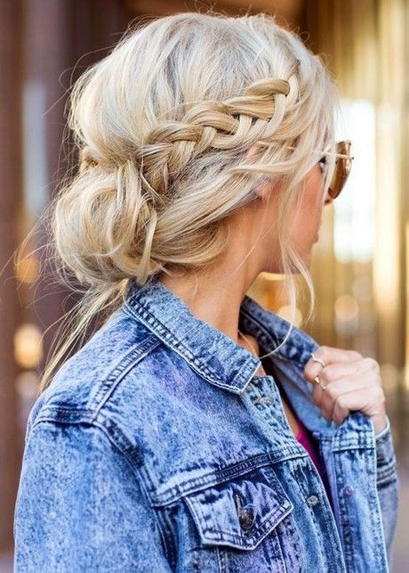 Schöne und einfache Frisuren #Einfache #Frisuren #frisurenfürlangehaaredutt #frisurenlangeh...