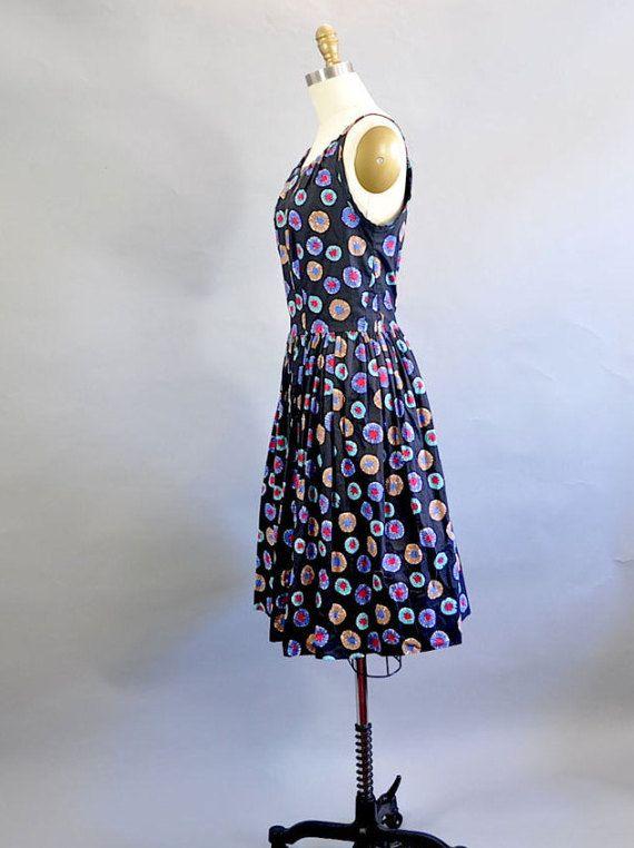 Lunares Negro correa Vestido de vintage de los años 1950.