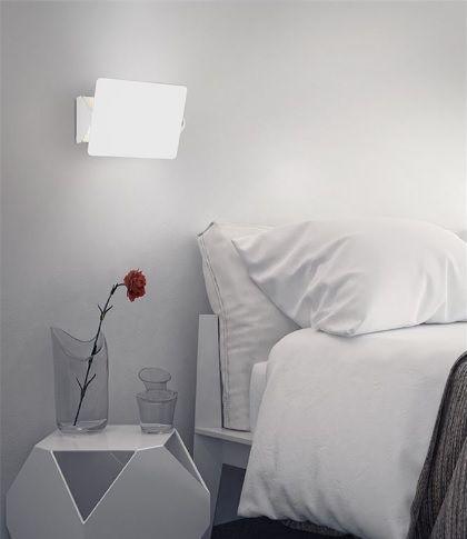 Μοντέρνα απλίκα τοίχου από αλουμίνιο σε λευκό χρώμα. Οι διαστάσεις της είναι 16 x 12.5cm και η απόστασή της από τον τοίχο 8cm. Δείτε και τα υπόλοιπα σχέδια και επιλέξτε τι ταιριάζει στον χώρο σας. Για μεγαλύτερη οικονομία στην κατανάλωση ενέργειας προτείνουμε να επιλέξετε λαμπτήρες #LED: http://kourtakis-lighting.gr/37-lamptires-led-g9
