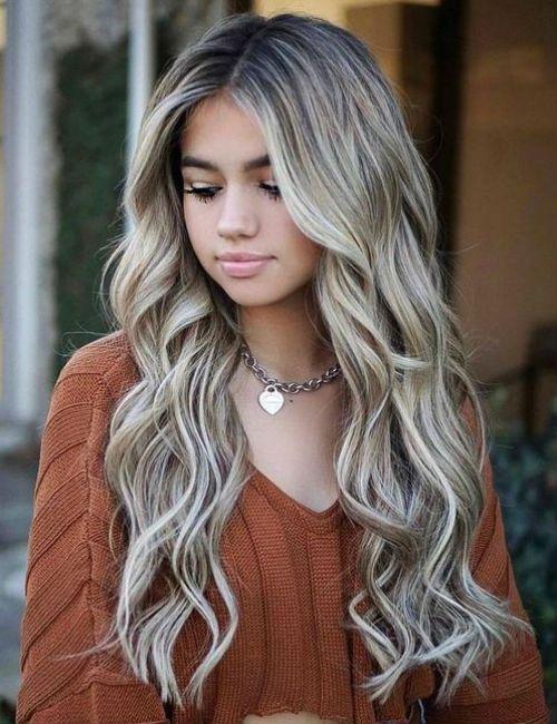 Allzeit perfekte lange gewellte blonde Frisuren für Mädchen und Frauen, um unglaublich auszusehen
