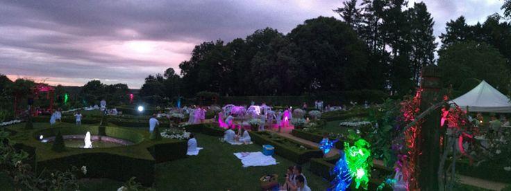 """""""Humeur des jardins"""" - Violette vous raconte sa soirée aux Happy Pique-Nique blanc d'Eyrignac #happyeyrignac #HPN #eyrignac #summer #jardin #white #party"""
