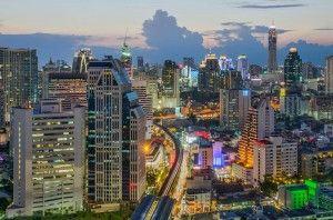 Бангкок попал в список наиболее популярных туристических направлений мира  Авиабилеты Москва - Бангкок от 24000 руб.  Ведущий международный туристический портал TripAdvisor опубликовал рейтинг наиболее популярных туристических направлений Travelers Choice 2015.  На первом месте в Топ-25 наиболее популярных направлений путешественников  Марракеш (Марокко). Бангкок занял 18-е место в рейтинге. Таким образом столица Таиланда поднялась на 2 пункта в рейтинге за прошедший год.  Полный список…