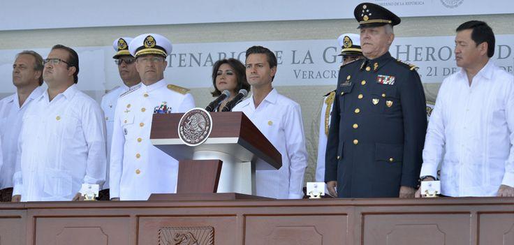 Se pasó lista de honor a los Héroes de la Heroica Escuela Naval Militar y del Heroico Colegio Militar, seguida del toque de silencio y de una salva de honor, en memoria de aquellos que ofrendaron su vida por preservar la integridad de la nación.