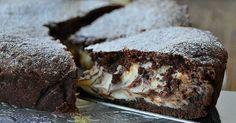 Tento krehký čokoládový koláč s tvarohovou náplňou som urobila na maminej oslave a okamžite sa po ňom len tak zaprášilo