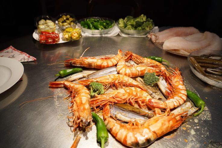 #seafoodsunday on the Cook-N-Dine Teppanyaki. Prawns and razor clams, #yum