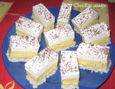 Gyerekeim nagy kedvence, sokat sütöm. Szerintem hamar elkészíthető sütemény. A krémet mindig előre megfőzöm,  hogy mire a tészta kihűl rá tu...