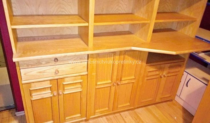 Masivní, kuchyňská linka, sestava skříněk. Ve velmi pěkném stavu. Kombinace dřeva a skla.