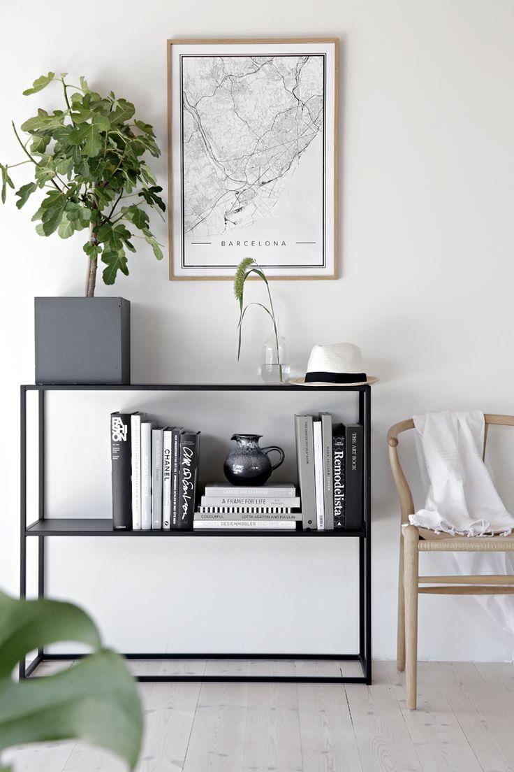 mueble auxiliar, estantería metálica muy ligera para zonas de paso