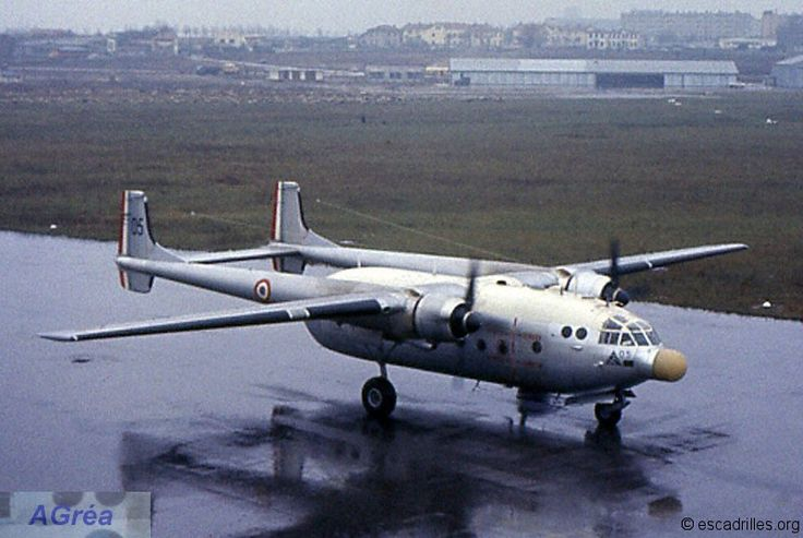 French Armée de l'Air Nord Noratlas transport. N2501 No. 05 EHIC passage in Lyon (Bron) in December 1965; it is equipped with a special nose for experimentation of N2501RNR (Radio Navigation Radar)
