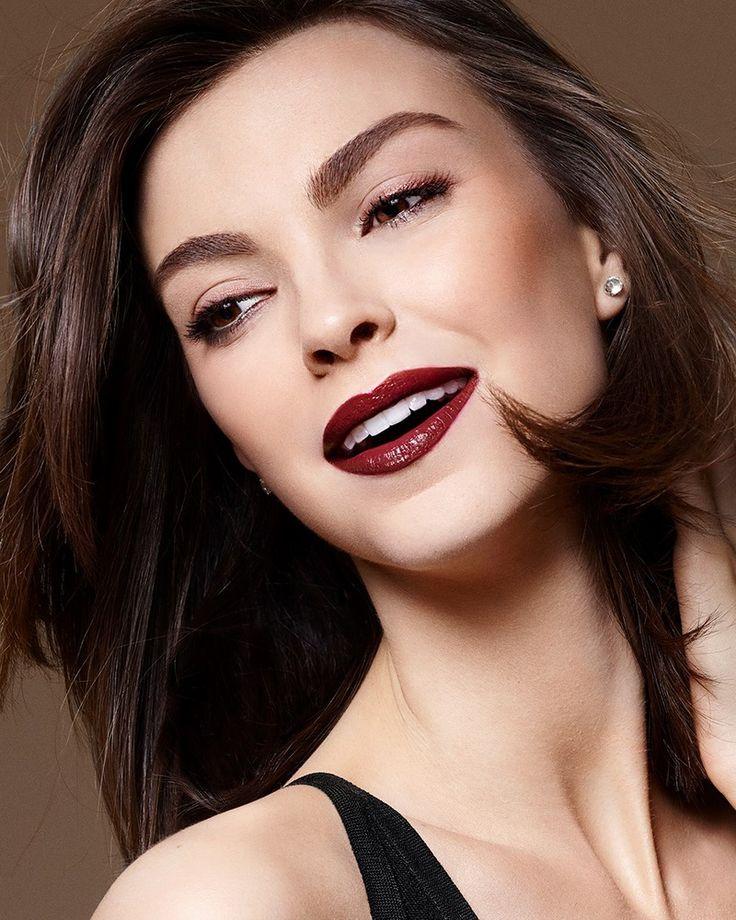 Красивый макияж с блестящей подводкой