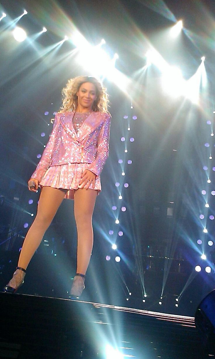 Beyonce The Mrs Carter Show World Tour in Dallas, Texas December 2013