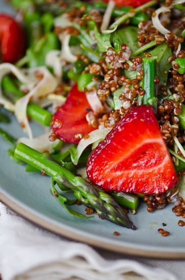 Strawberry, quinoa and asparagus salad | Stay hungry | Pinterest